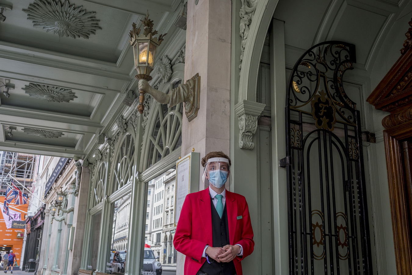 Security guard outside Fortnum and Masons, London Photo: Getty Images